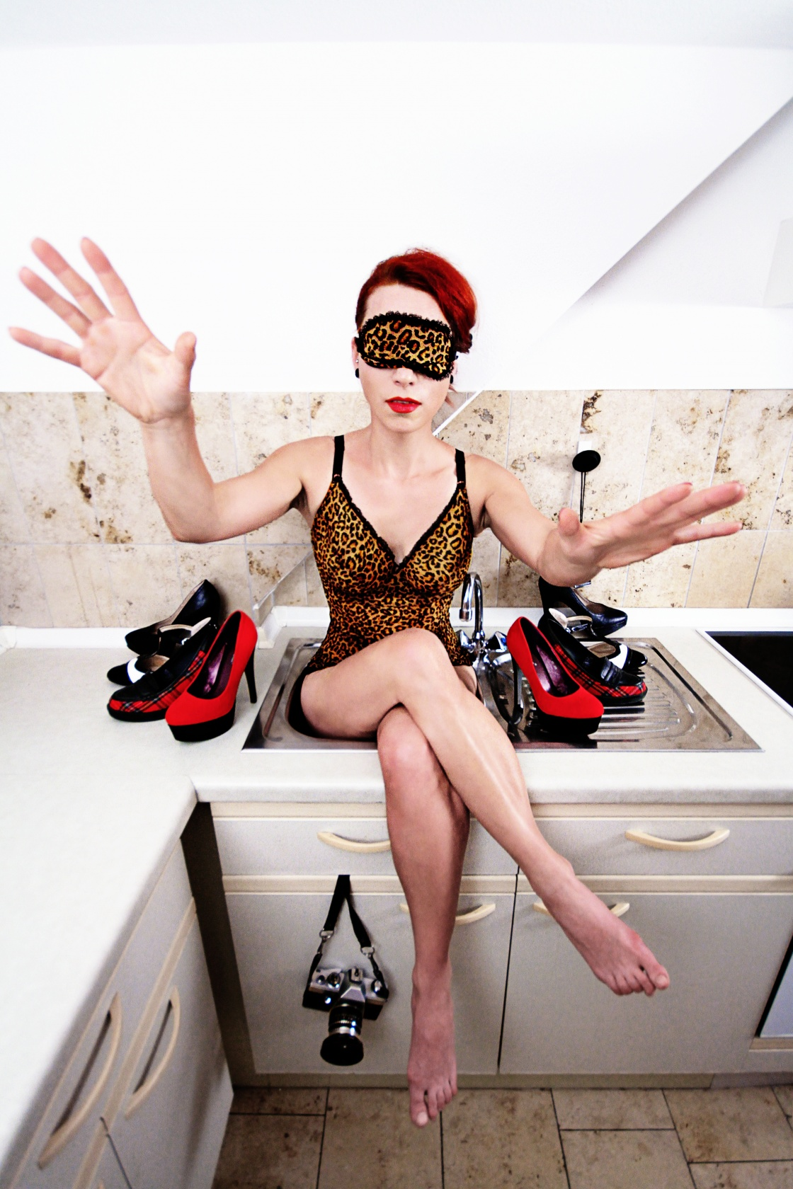 Nächstes Foto: When Lady Viatrix woke up, she got the slight feeling that something went terribly wrong